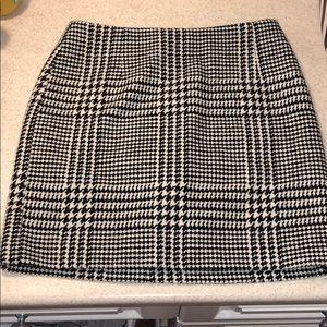H&M Houndstooth print skirt! Barely warn